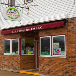 E & S Fresh Market exterior